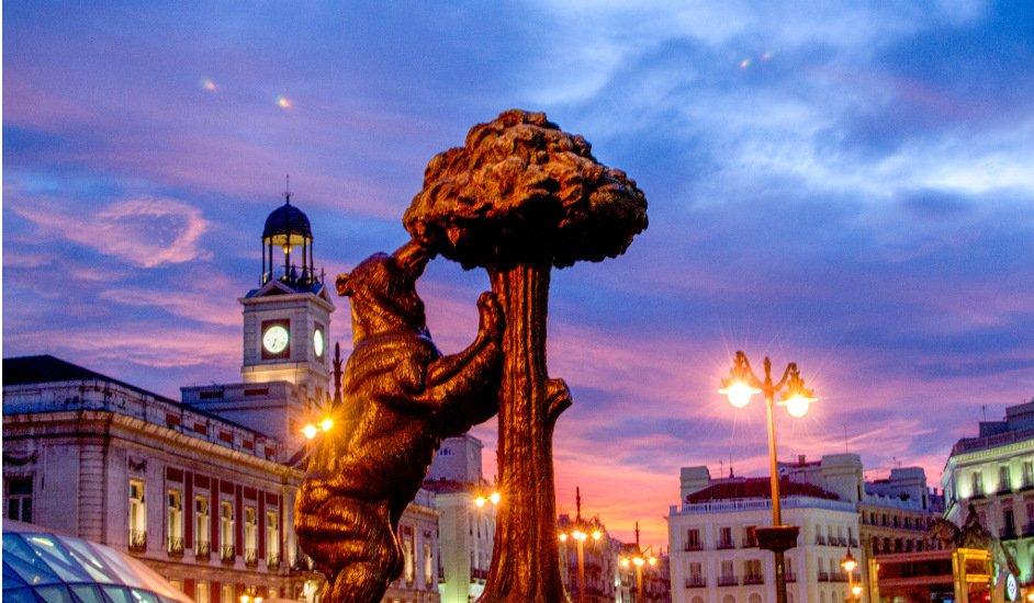 Puerta del Sol es uno de los lugares preferidos donde alojarse en Madrid