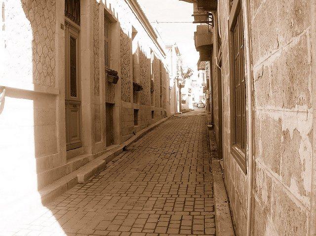 Calles empedradas de la Isla de Egina, Grecia
