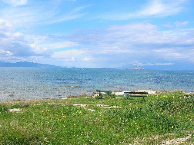 Vistas de la orilla es Isla de Egina, Grecia