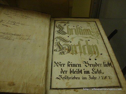 Libro utilizado en los Clasutros de Ephrata Pennsylvania