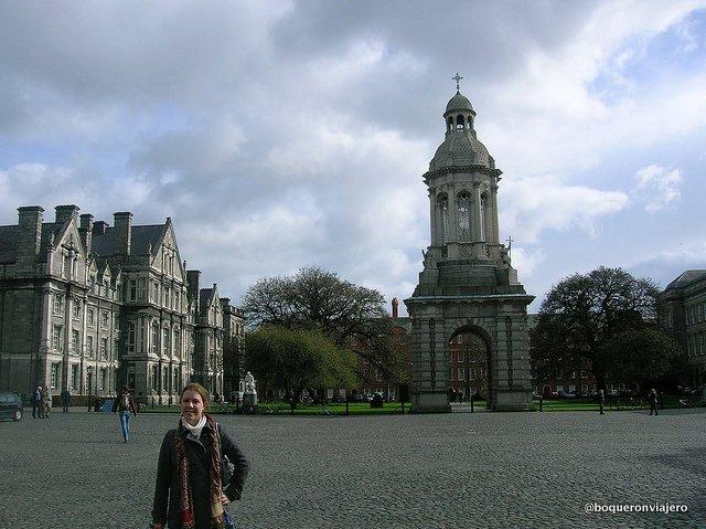 Abby en la Campana de Trinity College, Dublin