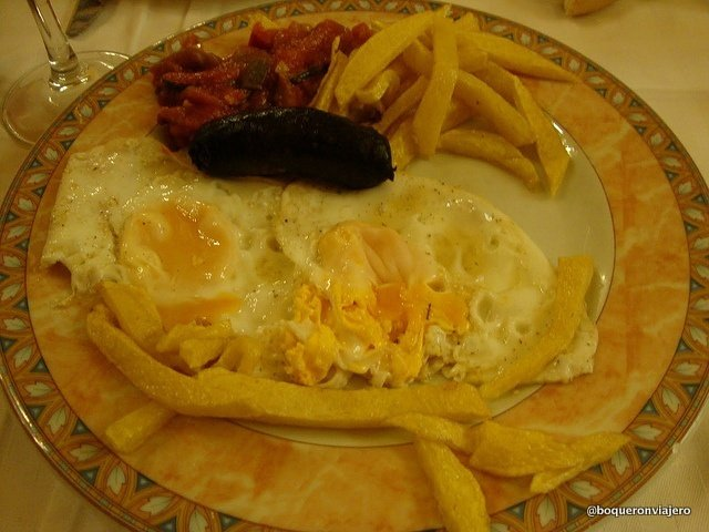"Eggs with chorizo and ""pisto"" in Casa Antonio in La Roda de Albacete"