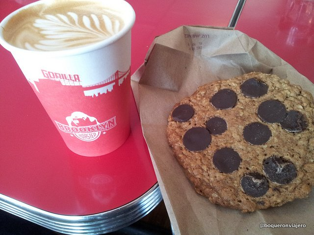 Latte and cookies of Gorilla Coffee, Park Slope
