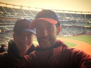 Pedro y Abby viendo los Mets
