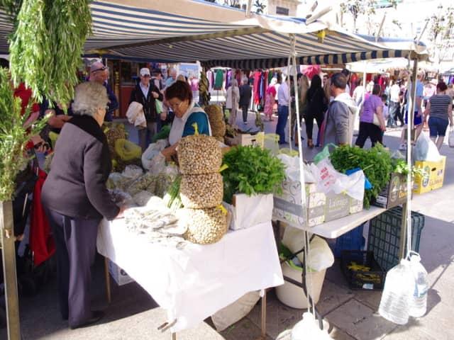 Comprando en el Mercado Central de Cádiz