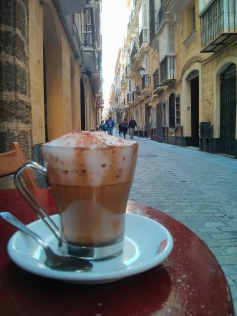 Tomando café en Cádiz en el Café Levante