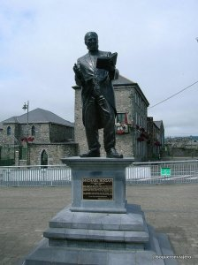 Michael Hogan, estatua en  Limerick