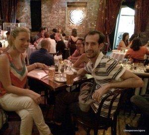 Cenando en Restaurante Beehive, Boston