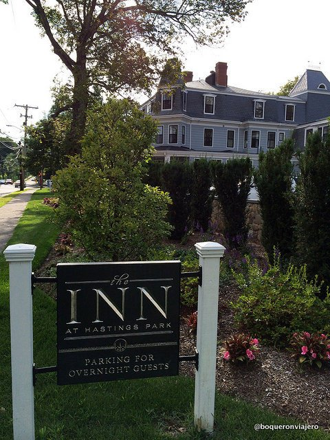 Entrance to Inn at Hastings Park Lexington