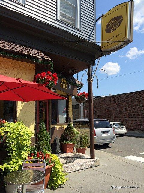 Exterior de Bom Café, Somerville MA