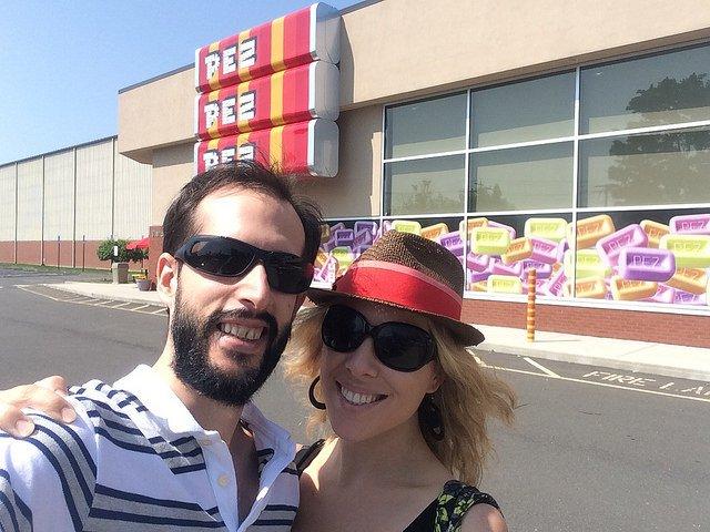 Pedro y Abby en el Centro de Visitantes Pez, Connecticut