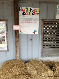 How to make a scarecrow in Pumpkinland, Pennsylvania
