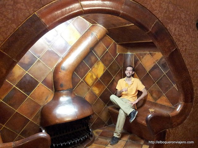 Pedro en la Casa Batlló de Barcelona