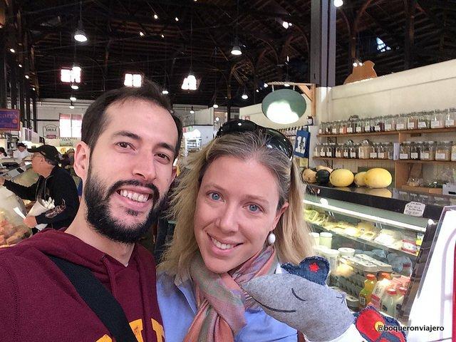 Pedro y Abby en el mercado de Lancaster
