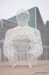 Escultura de letras en la Expo de Zaragoza