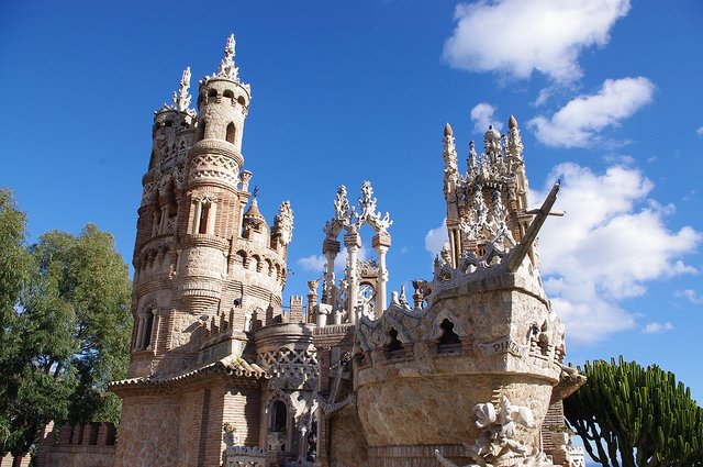 Escultura de un barco en el Castillo de Colomares, Benalmádena, Málaga