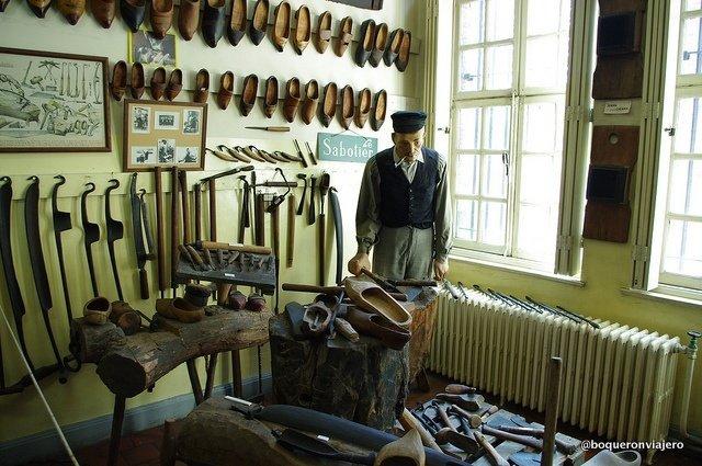 Zapatero en el Museo del Folclore Tournai