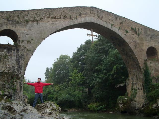 Pedro en la orilla del Río Sella Cangas de Onís