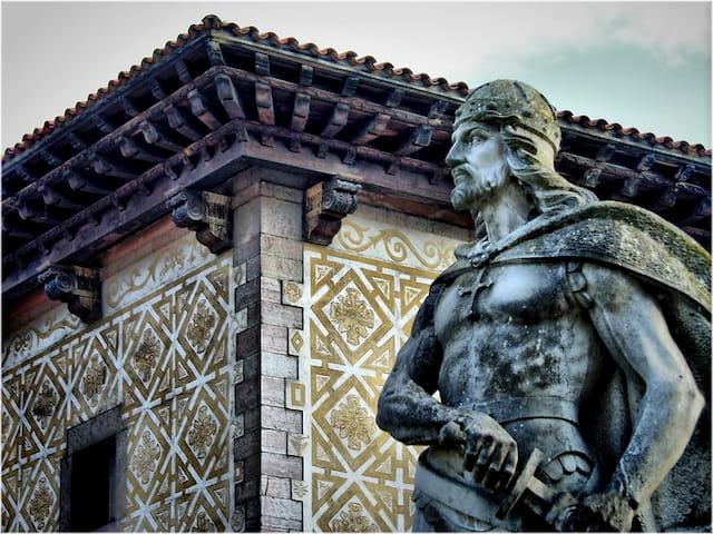 Estatua Don Pelayo en Cangas de Onís