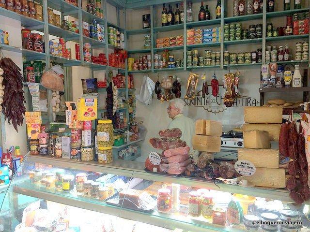 La tienda de ultramarinos de la Esquinita del Chupa y Tira