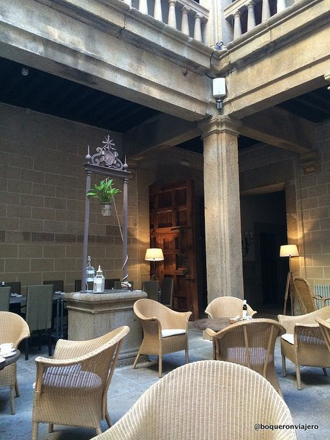 Lounge area of the Hotel Palacio Carvajal Giron Plasencia