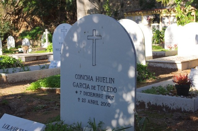 Concha Huelin in the English Cemetery of Malaga