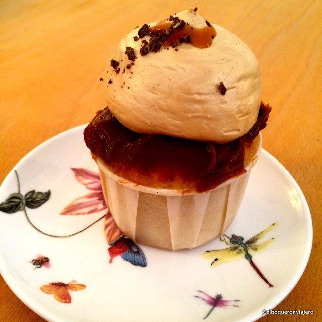 Vanilla and Dulce de Leche cupcake at Julia Bakery, Málaga