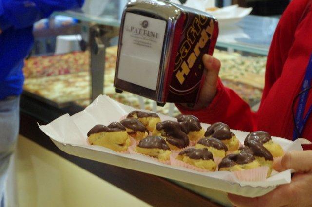 Pastelitos de chocolate en el tour gastronómico de Milán