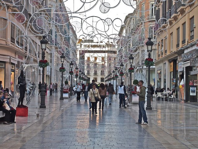 Shopping at Christmas time in the center of Málaga