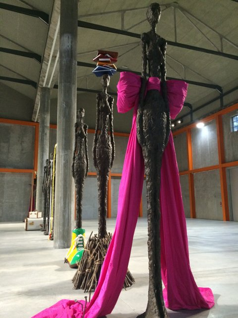 """Giacometti Variations"" del artista John Baldessari en Fondazione Prada, Milán"