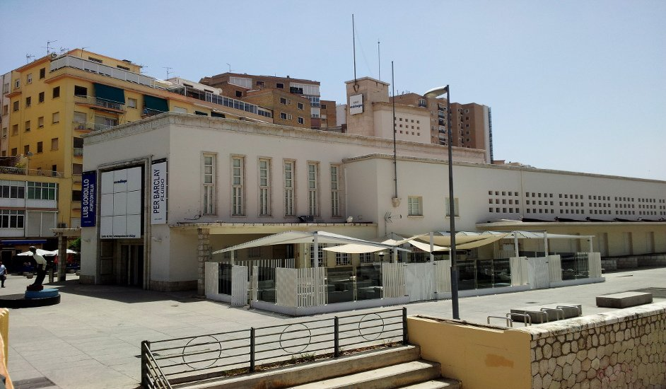 The CAC Málaga with the terrace of Restaurante Óleo