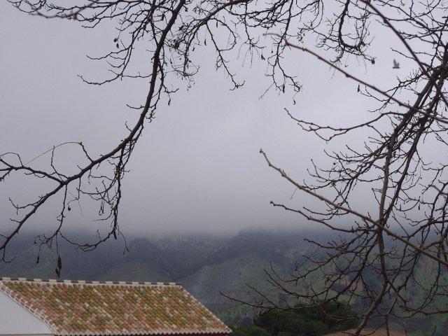 La niebla por las montañas en Carratraca, Málaga