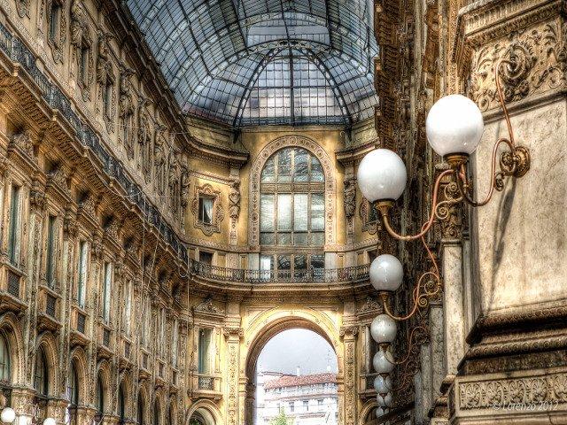 Paseando por la Galleria Vittorio Emanuele II en Milán