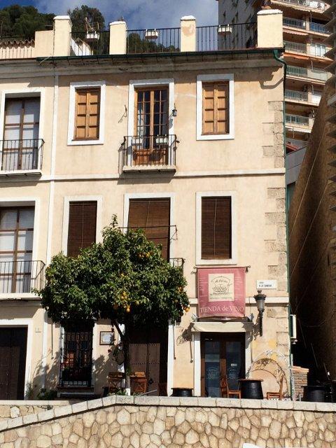 Exterior de La Odisea de los Vinos en la Coracha de Málaga