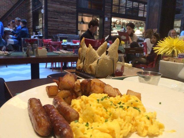 Breakfast at Fabrik restaurant in Hotel Archer