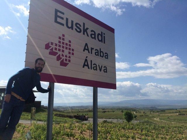 Pedro en la Rioja Alavesa