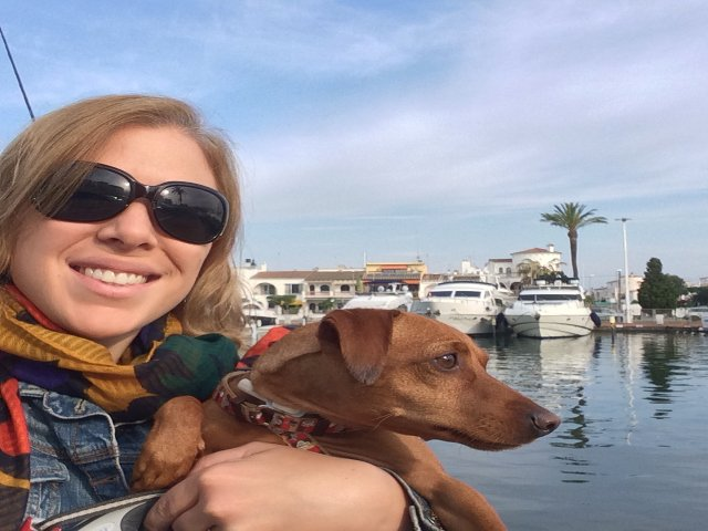 Paseo con Dino cerca de Pierre et Vacances Empuriabrava Marina