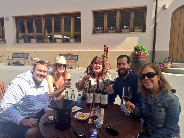 Catando vinos en Gómez Cruzado con Thabuca Wine Tours
