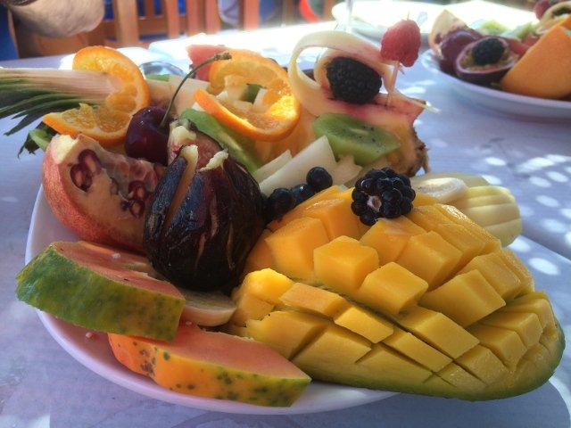 Ensalada de Fruta Tropical En Casa Emilio Salobreña