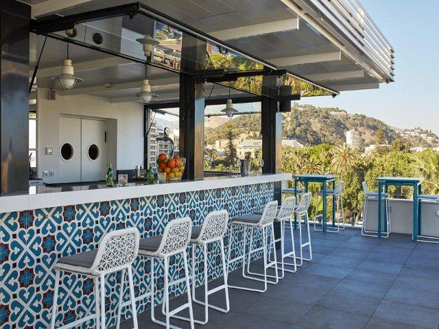 Terrazas en m laga en azoteas con buenas vistas for Toldos para terrazas en azoteas