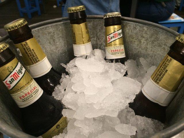 Tomando una cerveza en las terrazas de Málaga