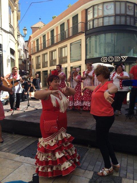 Bailando flamenco en las calles de la Feria de Málaga