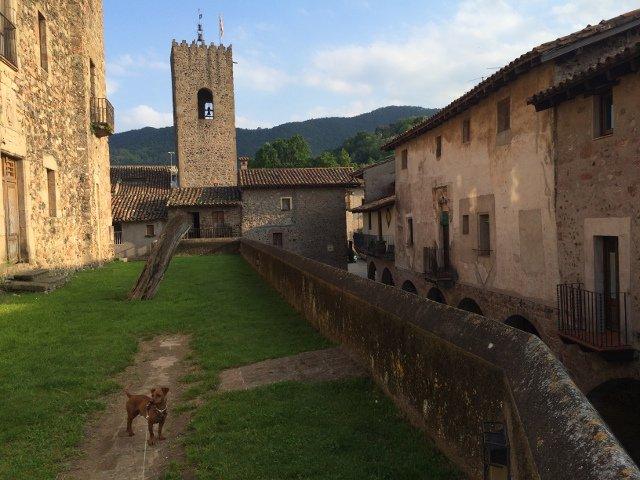 El castillo de Santa Pau La Garrotxa