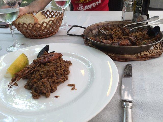 Comiendo Paella en Olot La Garrotxa