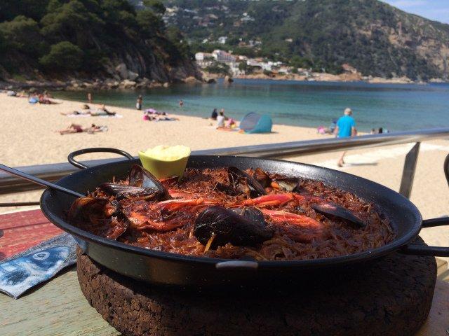 Fideua de mariscos en el Restaurante Toc al Mar en Begur