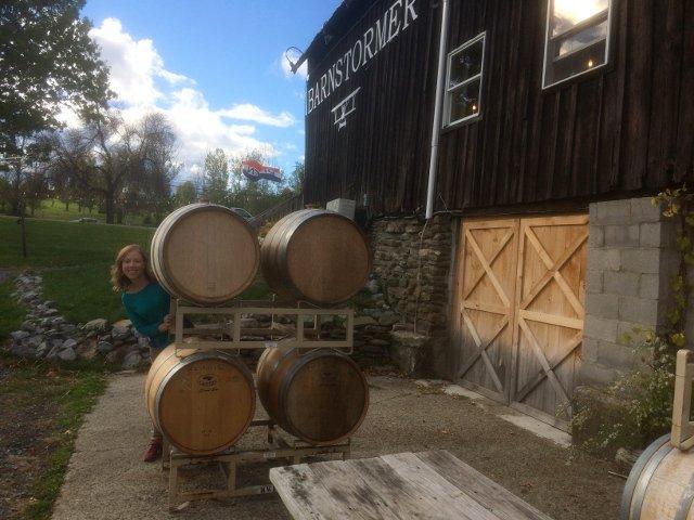 Explorando tras catar el vino en Barnstormer Winery
