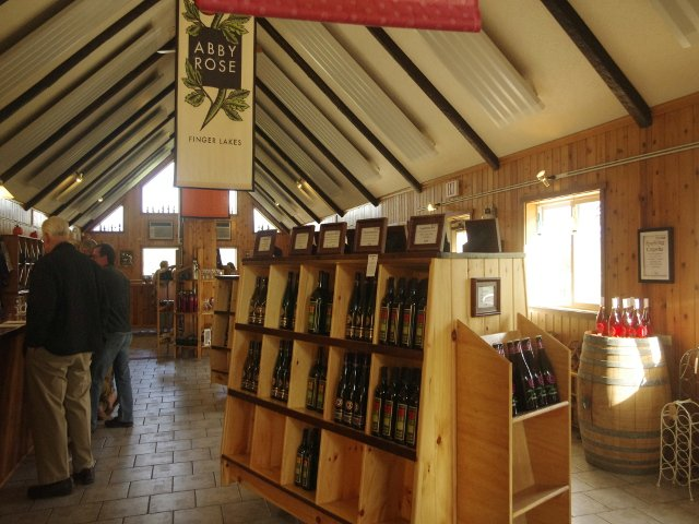 Interior y tienda Lakewood Vineyards Finger Lakes Nueva York