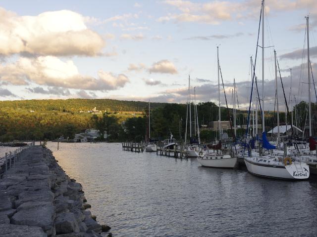 Vistas del lago cerca de Seneca Harbor Station Nueva York