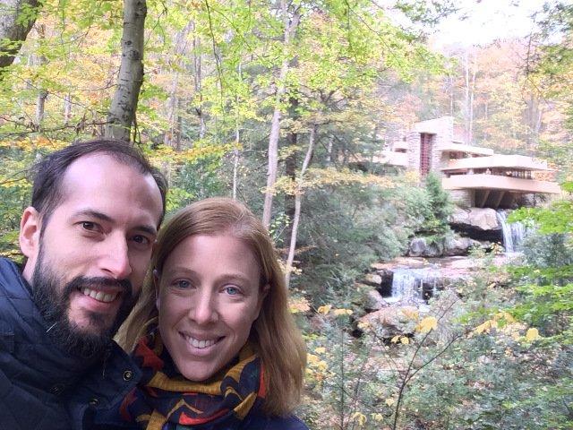 Pedro y Abby en La Casa de la Cascada, Pennsylvania