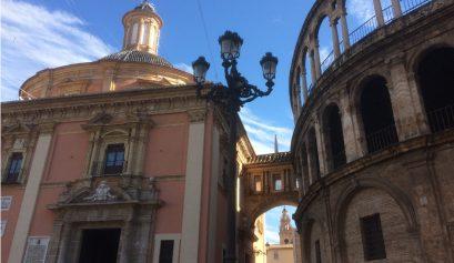 Plaza de la Virgen on a tour of Valencia with Muchosol